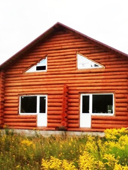 Сруб двухэтажного дома из бревна