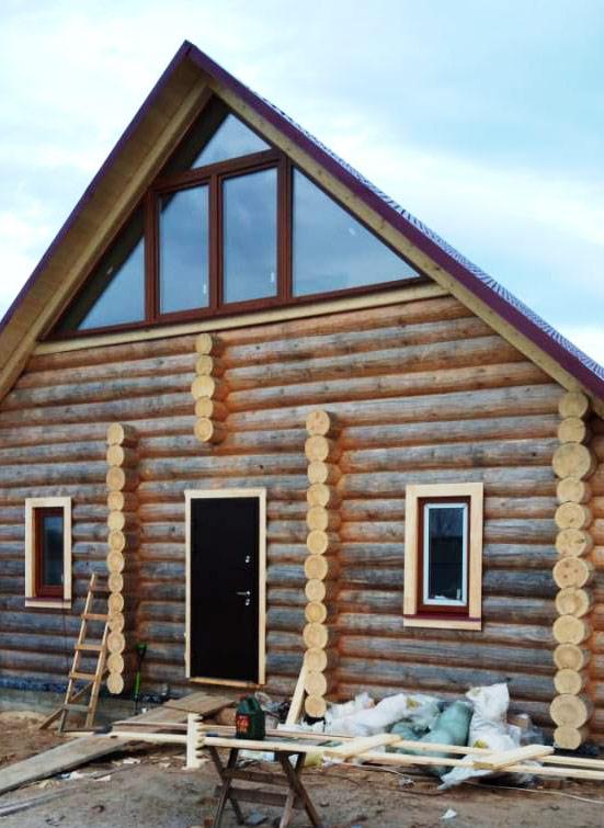 Сруб дома 10х8 с жилой крышей, рубка в чашу